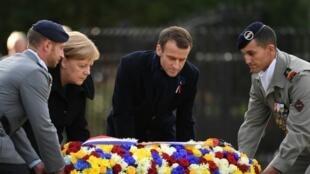 ماكرون ميركل أثناء الاحتفال بالذكرى المئوية لانتهاء الحرب العالمية الأولى في ريتوند 10 تشرين الثاني/نوفمبر 2018
