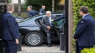 وزير الخارجية الإيراني جواد ظريف يصل لعقد اجتماع مع رئيس وزراء النرويج في أوسلو، النرويج، 22 أغسطس/آب 2019.