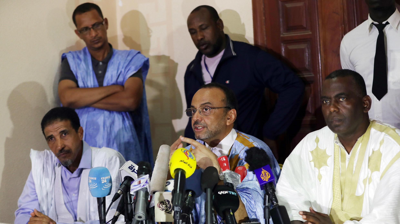 Uno de los candidatos de la oposición de Mauritania, Sidi Mohamed uld Boubacar, habla durante una conferencia de prensa junto a otros líderes opositores mauritanos en Nouakchot, Mauritania, el 23 de junio de 2019. Todos rechazaron los resultados de las elecciones.