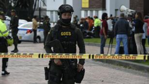 قوات الشرطة الكولومبية في مكان التفجير