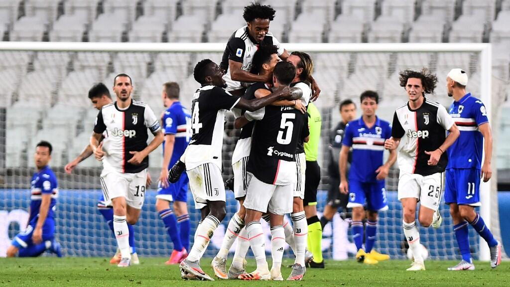 La Juventus celebra su primer gol ante la Sampdoria en su partido de la fecha 36 de la Serie A. Turín, Italia, 26 de julio de 2020.