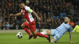 Le défenseur argentin de Manchester City, Nicolas Otamendi, face au Colombien Radamel Falcao, lors du match contre Monaco, le 21 février 2017.
