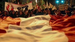 Des milliers de Péruviens ont manifesté dans les rues de Lima contre la corruption dans le pays, le 19 juillet 2018.