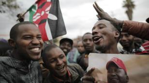 Des partisans de Kenyatta fêtent la réelection du président sortant à Nairobi, le 11 août 2017.