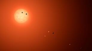 Un artiste a reproduit pour la Nasa le système des sept planètes autour de la petite étoile TRAPPIST-1.
