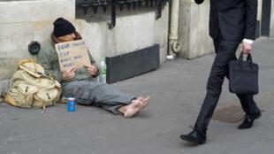 Selon l'Insee, 9millions de personnes vivent aujourd'hui sous le seuil de pauvreté en France.