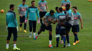 Le Portugal, qui affronte l'équipe de France samedi soir, est en pleine crise de confiance.
