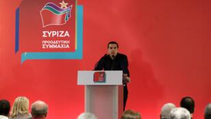 El primer ministro griego, Alexis Tsipras, pronuncia su discurso durante un comité central del partido Syriza en Atenas, Grecia, el 27 de mayo de 2019.