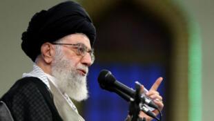 L'ayatollah Ali Khamenei, le 2 juillet 2016, lors d'un discours prononcé devant des étudiants à Téhéran.