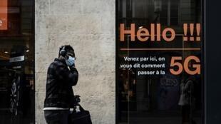 Une boutique d'un opérateur proposant des abonnements à la 5G, le 23 février 2021 à Bordeaux