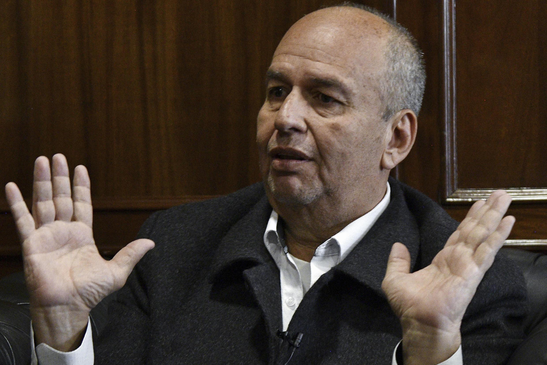 El ministro boliviano de Gobierno (Interior), Arturo Murillo, habla durante una entrevista con la AFP, el 6 de diciembre de 2019 en La Paz