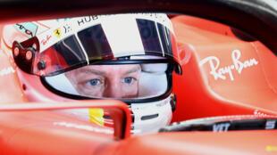 Le pilote allemand Sebastian Vettel au volant de sa Ferrari pendant des essais d'avant-saison sur le circuit de Catalunya le 20 février 2020 à Montmelo près de Barcelone