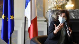 آن هيدالغو رئيسة بلدية باريس