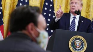 El presidente estadounidense Donald Trump acusó a China propagar el Covid-19 desde Wuhan en una rueda de prensa en Washington D.C., Estados Unidos, el 30 de abril de 2020.