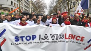 """Les Foulards rouges lancent une marche pour """"défendre la démocratie et les institutions"""" face aux violences dans les rues de Paris, dimanche 27 janvier."""