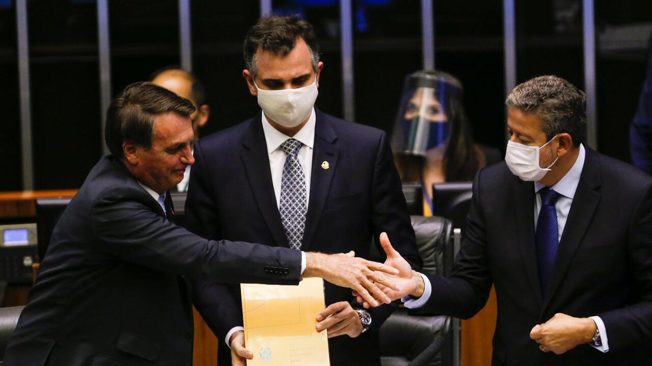 Resultado de imagen para sesion legislativa en brasil con temas para la vacunacion