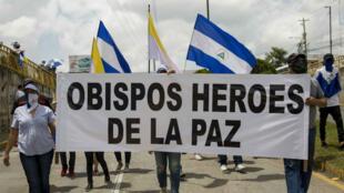 Un grupo de manifestantes durante la marcha a favor de los obispos en Managua, Nicaragua, el 28 de julio de 2018.