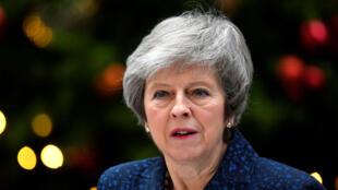 La primera ministra británica, Theresa May, se dirige a los medios de comunicación afuera del edificio de Downing Street después de que se anunció que el Partido Conservador no tendrá ningún voto de confianza para su liderazgo como jefa del Gobierno. Londres, Reino Unido, el 12 de diciembre de 2018.