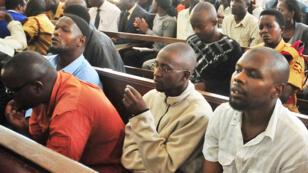 Les accusés comparaissent au procès à Kampala le 15 novembre 2011.