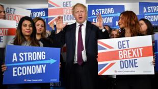 بوريس جونسون مخاطبا أنصارا له في مقر حملته الانتخابية في لندن. 08/12/2019