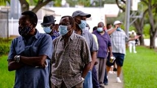 ناخبون يقفون في طابور للتصويت المبكر في الانتخابات الرئاسية الأمريكية، 19 أكتوبر/ تشرين الأول 2020.