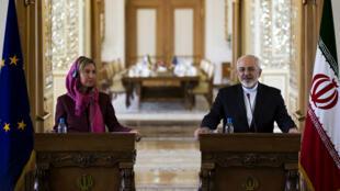 La chef de la diplomatie européenne Federica Mogherini et le ministre iranien des Affaires étrangères Mohammad Javad Zarif, à Téhéran le 28 juillet 2015.