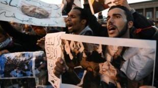 مغاربة يتظاهرون في الرباط في 10 كانون الثاني/يناير 2016
