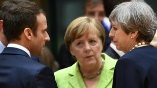 Los líderes de Francia, Alemania y Reino Unido atienden una cumbre de la Unión Europea en Bruselas el pasado 22 de junio de 2017.