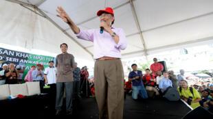 Le leader de l'opposition Anwar Ibrahim, lors d'un meeting, le 1er mai.