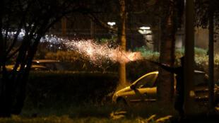 Heurts entre des habitants de Villeneuve-la-Garenne, dans la banlieue nord de Paris, et la police, le 20 avril 2020
