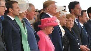 La reina Isabel II al lado de líderes mundiales en las conmemoraciones por el 75 aniversario del Día-D en Portsmouth, el 5 de junio de 2019.