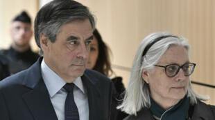 François Fillon et son épouse Penelope, le 27 février 2020, au tribunal de Paris