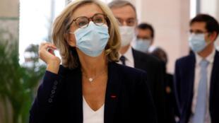 La présidente de la région Ile-de-France Valérie Pecresse, avant une conférence de presse au ministère des Transports à Paris, le 8 mai 2020