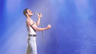 Rami Malek dans le rôle de Freddie Mercury.