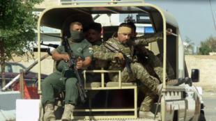 Des membres des forces kurdes patrouillent dans les quartiers sud de Kirkouk, le 22 octobre 2016.