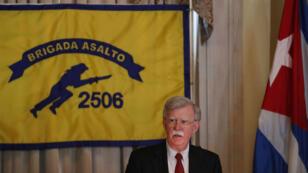 El asesor de Seguridad Nacional de EE.UU. John R. Bolton habla durante el almuerzo de la Asociación de Veteranos de Bahía de Cochinos en el Hotel Biltmore en Coral Gables, Florida.
