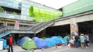 Le camp de migrants installé sous l'Institut de la mode, quai d'Austerlitz à Paris.