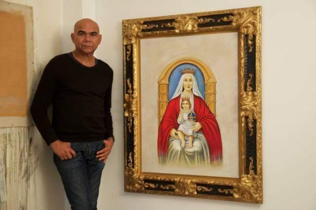 Ismael Mundaray es el autor del ícono venezolano. Vive hace 30 años en París. No es experto en arte religioso pero se inspiró en una reliquia de la virgen de Coromoto que se encuentra en un santuario en el Oeste de Venezuela.
