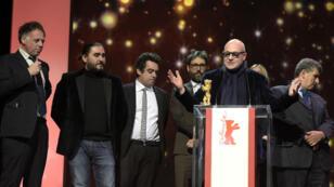 "Gianfranco Rosi, réalisateur du film ""Fuocoammare"" lors de son discours de remise de prix, samedi 20 février, à Berlin."