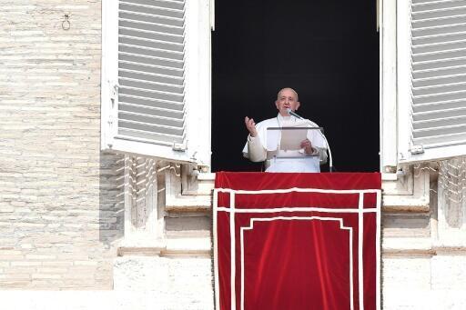 Pope says got stuck in Vatican lift, freed by firemen
