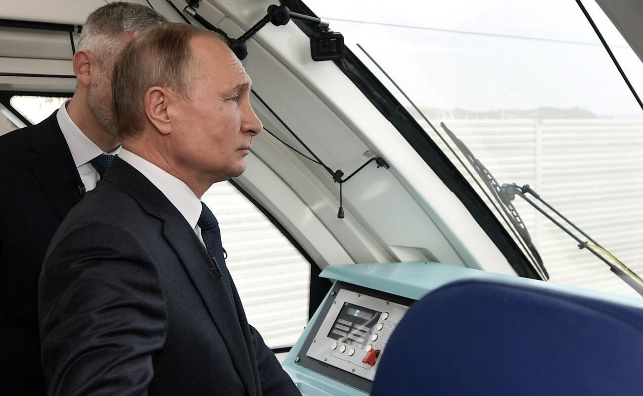 putin-crimea-train