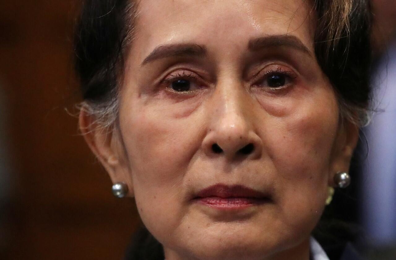 DEFENSA AUNG SAN SUU KYI