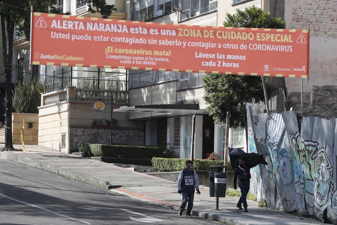 Una de las vías del sector de Chapinero, en Bogotá, Colombia, que permanece bajo alerta naranja por la propagación del Covid-19.