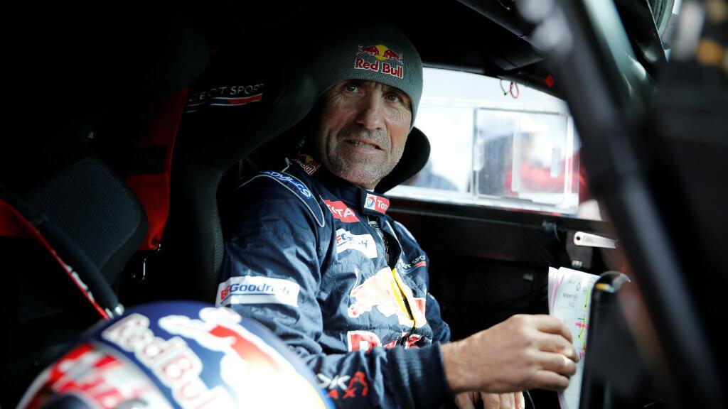 Tras seis etapas, Stephane Peterhansel, trece veces ganador del Rally Dakar 2018, sigue líder en la categoría de autos. El piloto francés comparó el recorrido por los desiertos de Sudamérica con la ruta original en África.