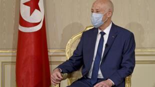 الرئيس التونسي قيس سعيّد في قصر قرطاج في 12 تشرين الأول/أكتوبر 2020