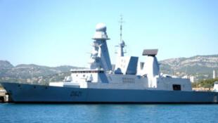 """Le """"Chevalier Paul"""" dans le port de Toulon."""