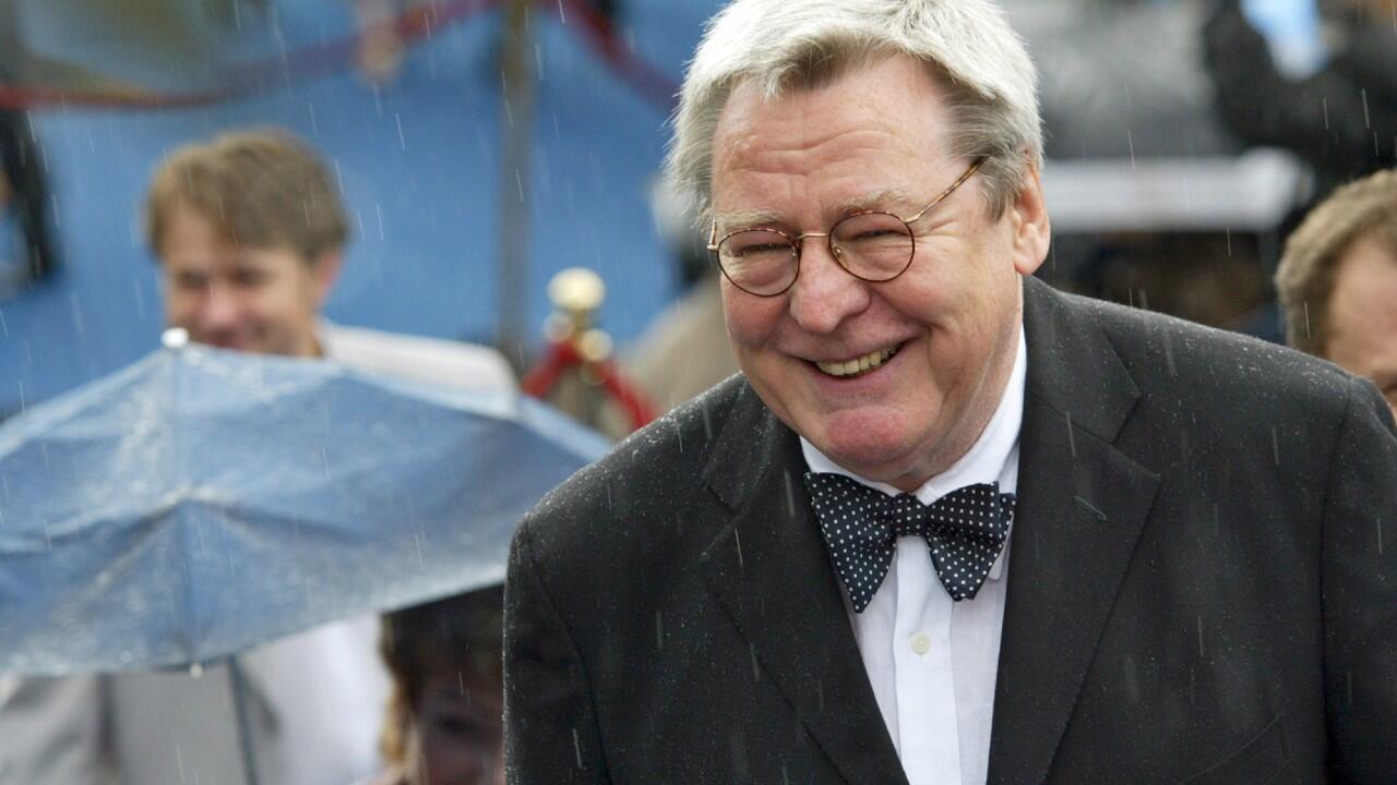 En esta imagen de archivo se ve al director británico Alan Parker en el Festival de Cine de Moscú del año 2004.