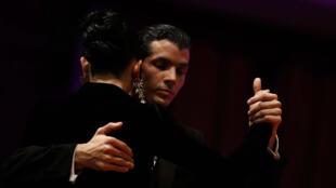 Una pareja participa de la fase de clasificación para las finales del Mundial de Tango que se celebra en Buenos Aires (Argentina), el martes 14 de agosto de 2018