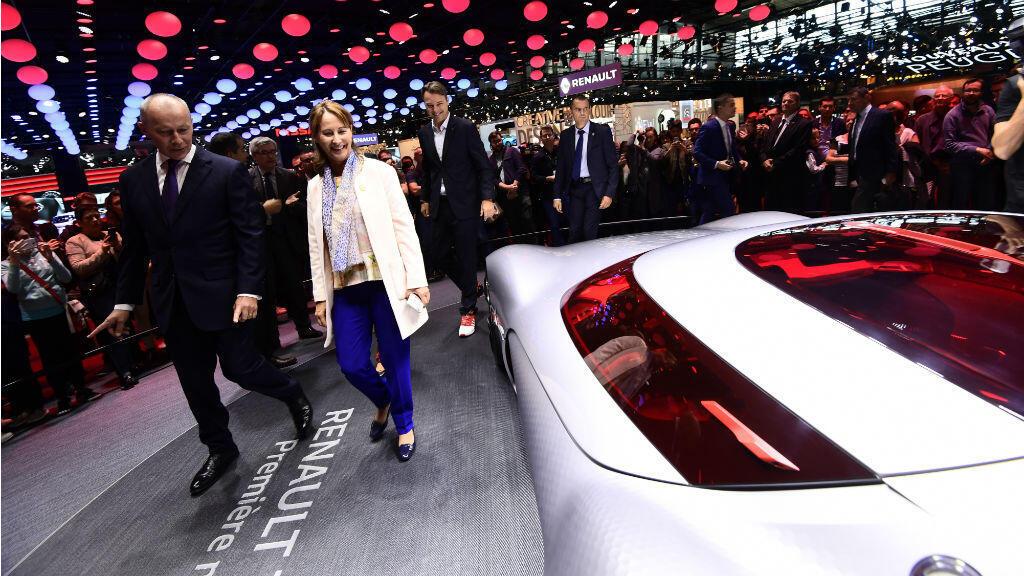 Ségolène Royal au salon de l'auto, à Paris, le 1er octobre 2016.