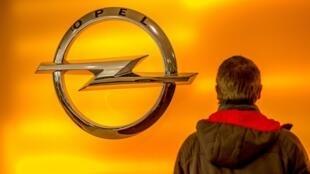Au total, PSA va payer 1,78milliard d'euros pour acquérir Opel, Vauxhall et une partie de la structure financière de General Motors en Europe.